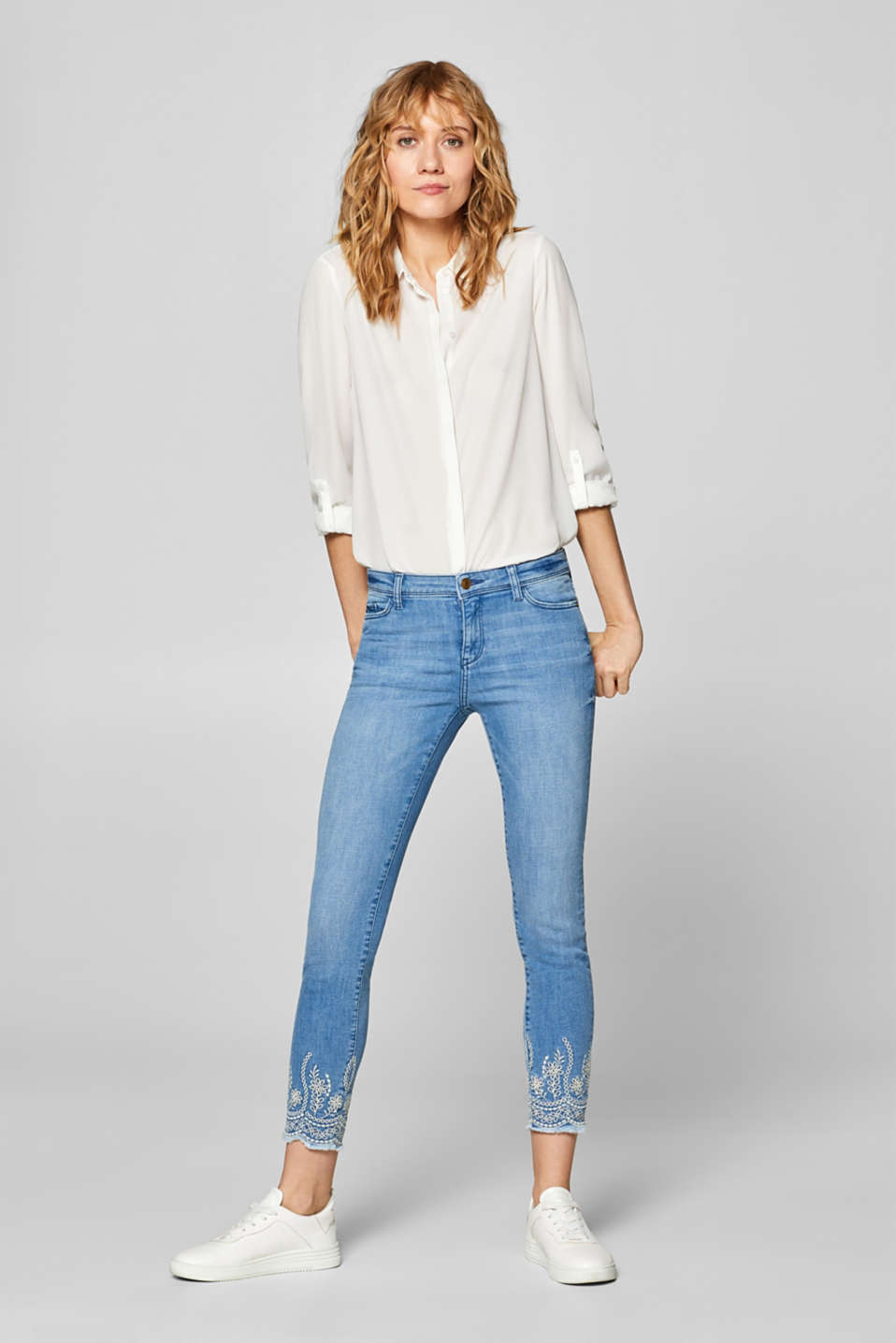 Esprit - Cropped jeans with embroidery and organic cotton