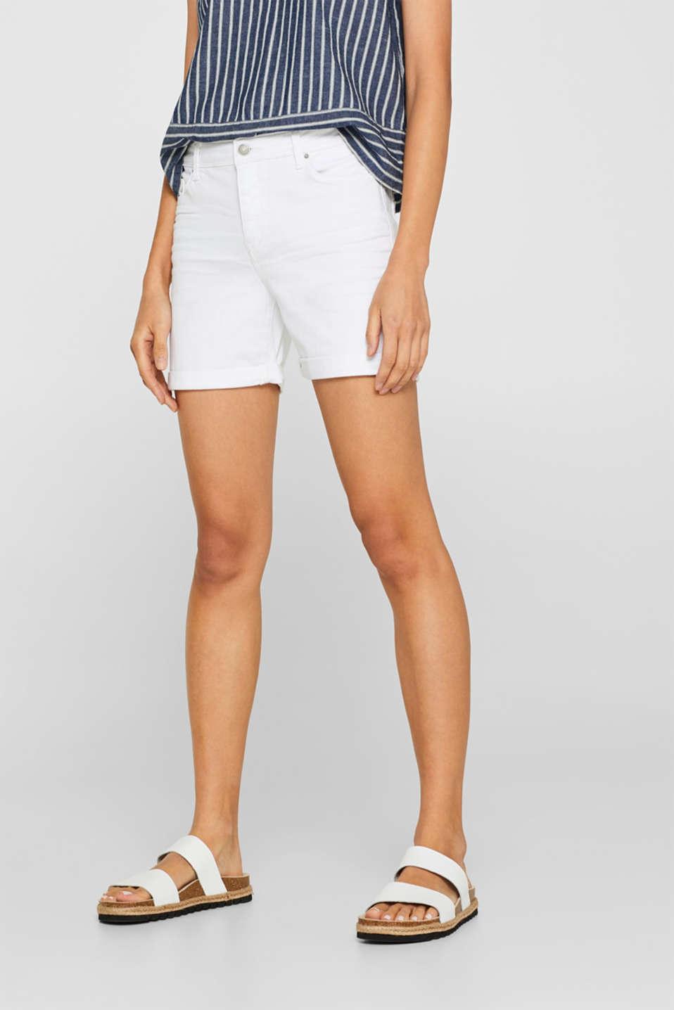 Stretch denim shorts containing organic cotton