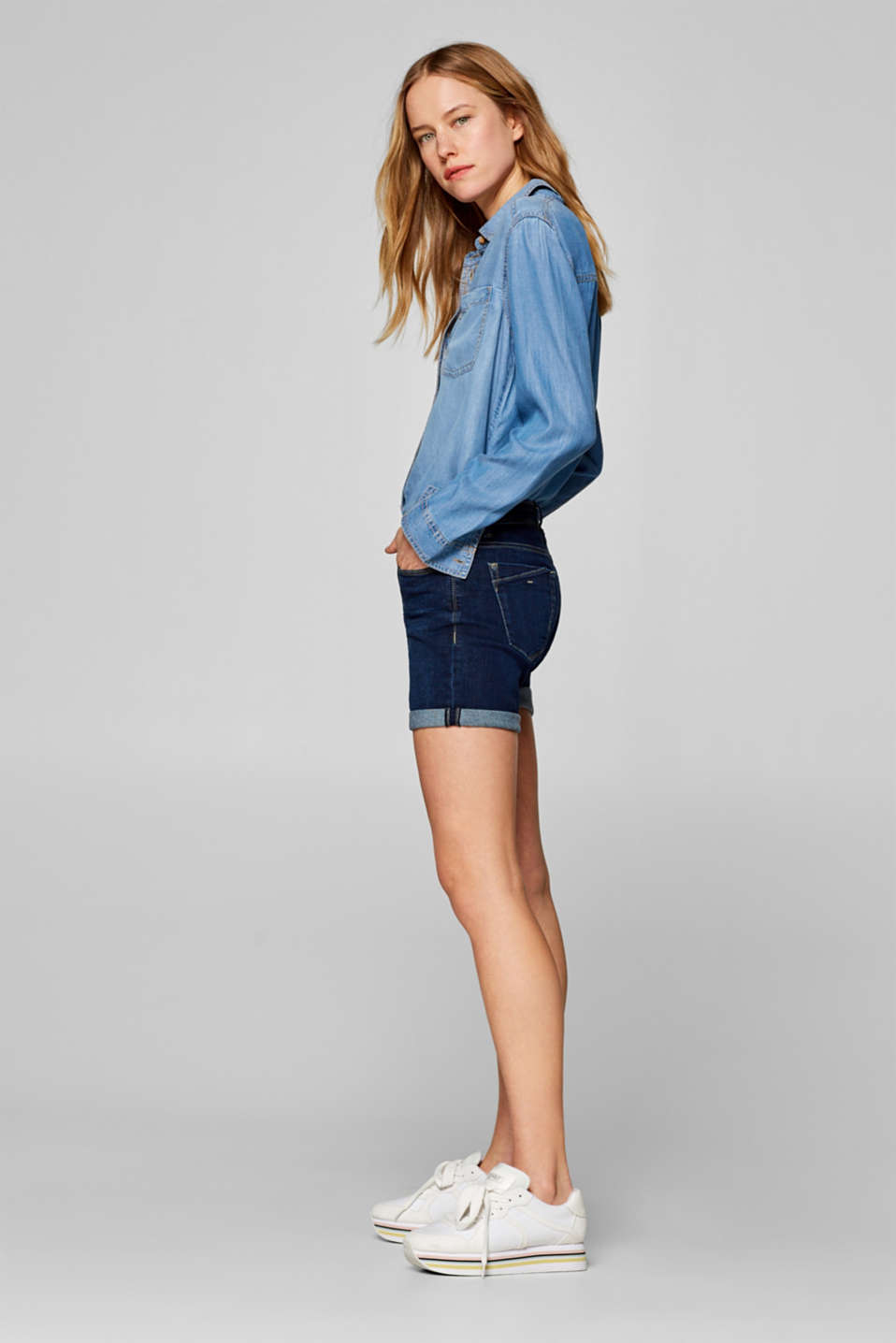 Stretch denim shorts containing organic cotton, BLUE DARK WASH, detail image number 5