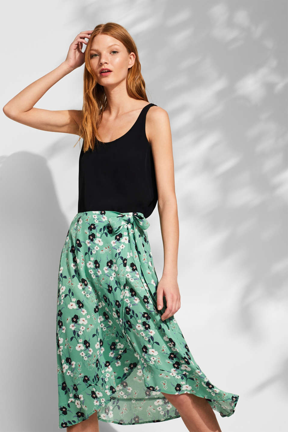 Esprit - Wrap skirt with a floral print