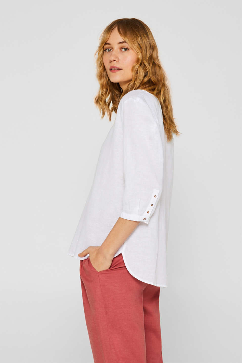 Esprit - V-neck tunic blouse in blended linen