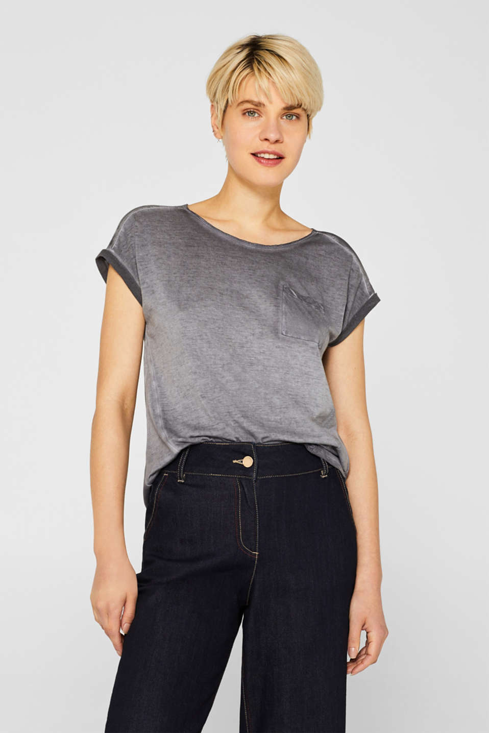 Esprit - T-shirt in blended fabric with a breast pocket