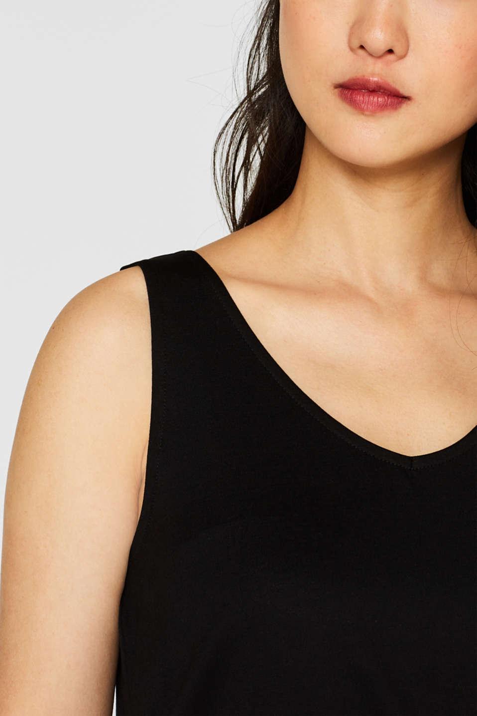 Comfortable basic top with a V-neckline, BLACK, detail image number 1