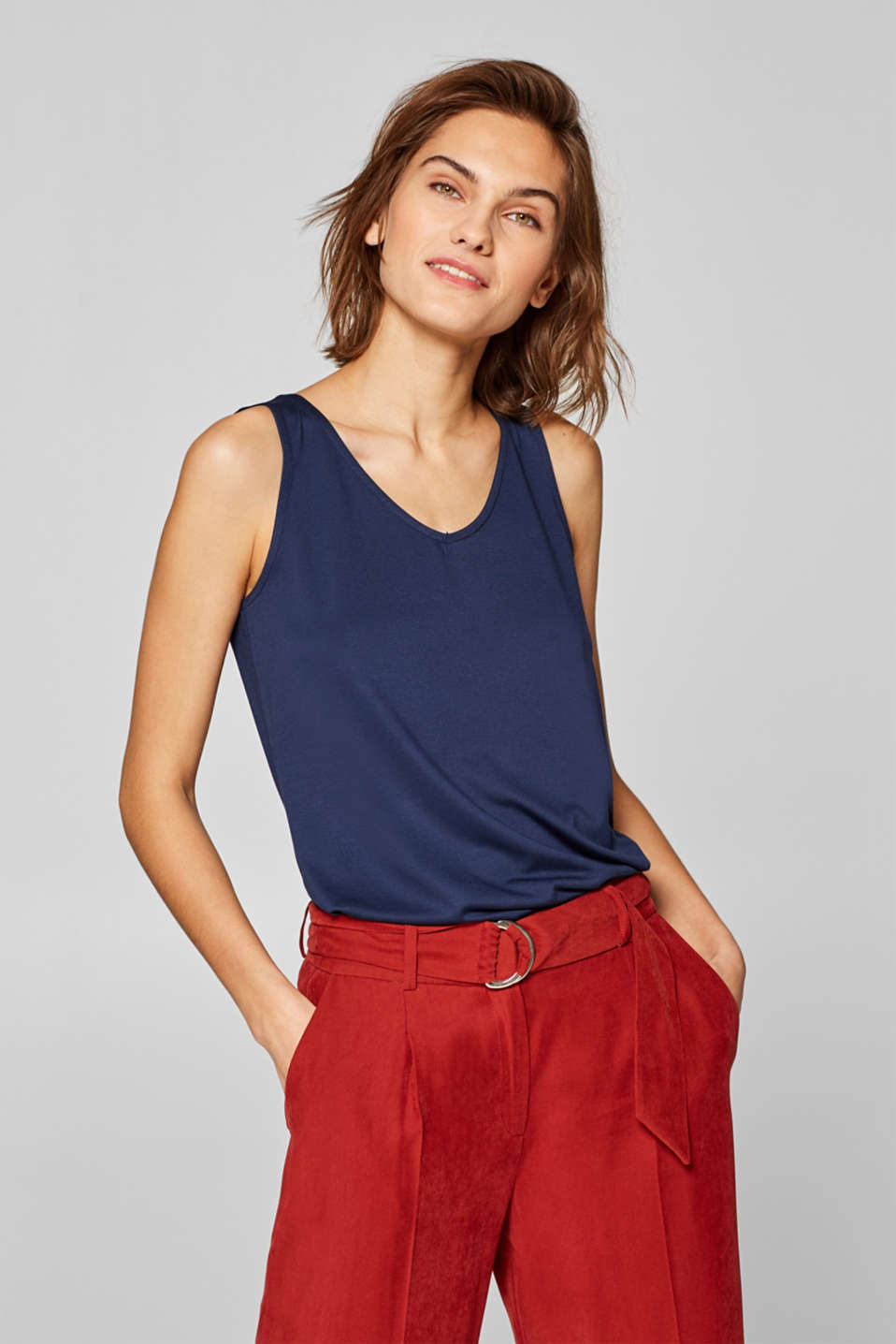 Esprit - Comfortable basic top with a V-neckline