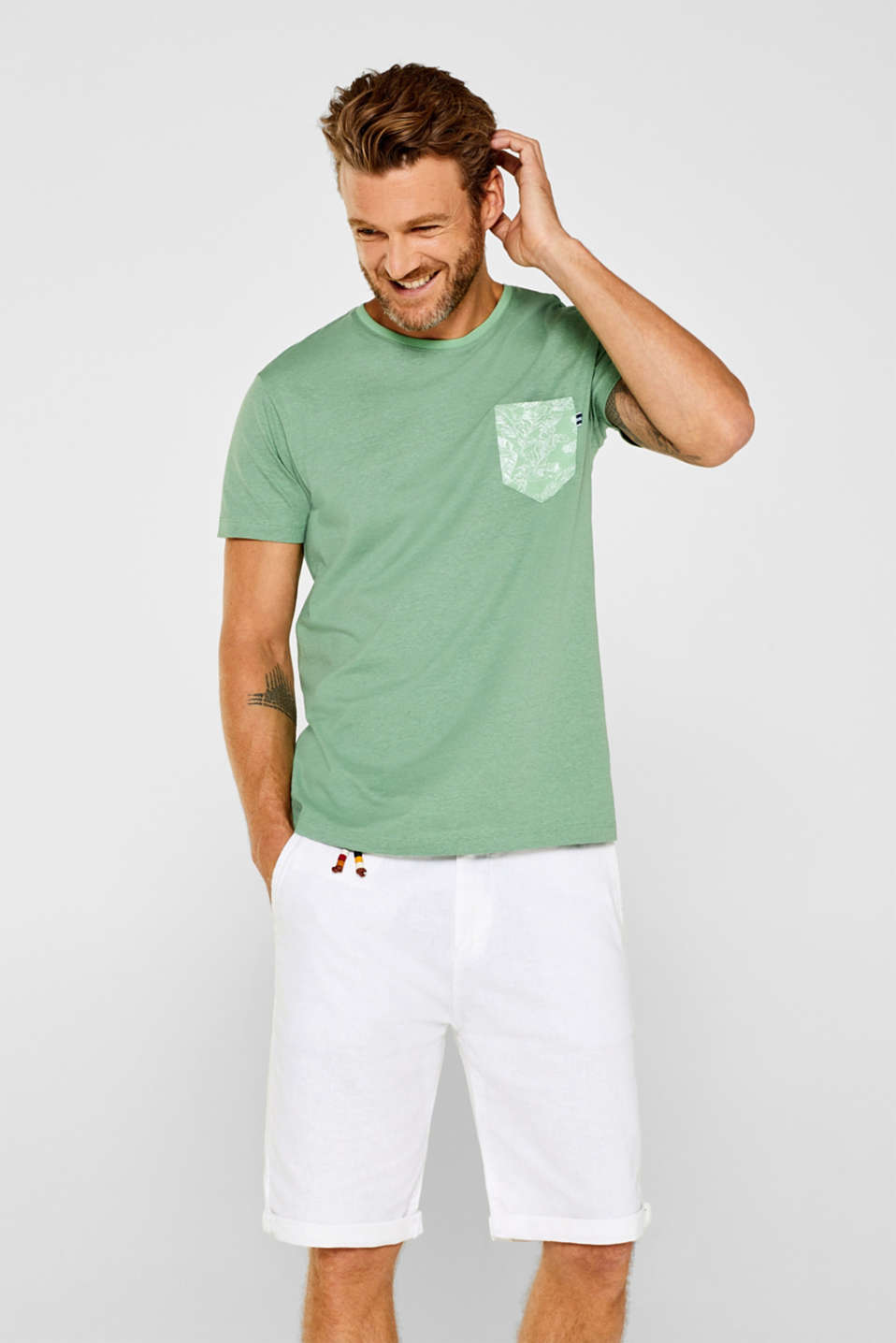 Esprit - Jersey top with a breast pocket, made of 100% cotton