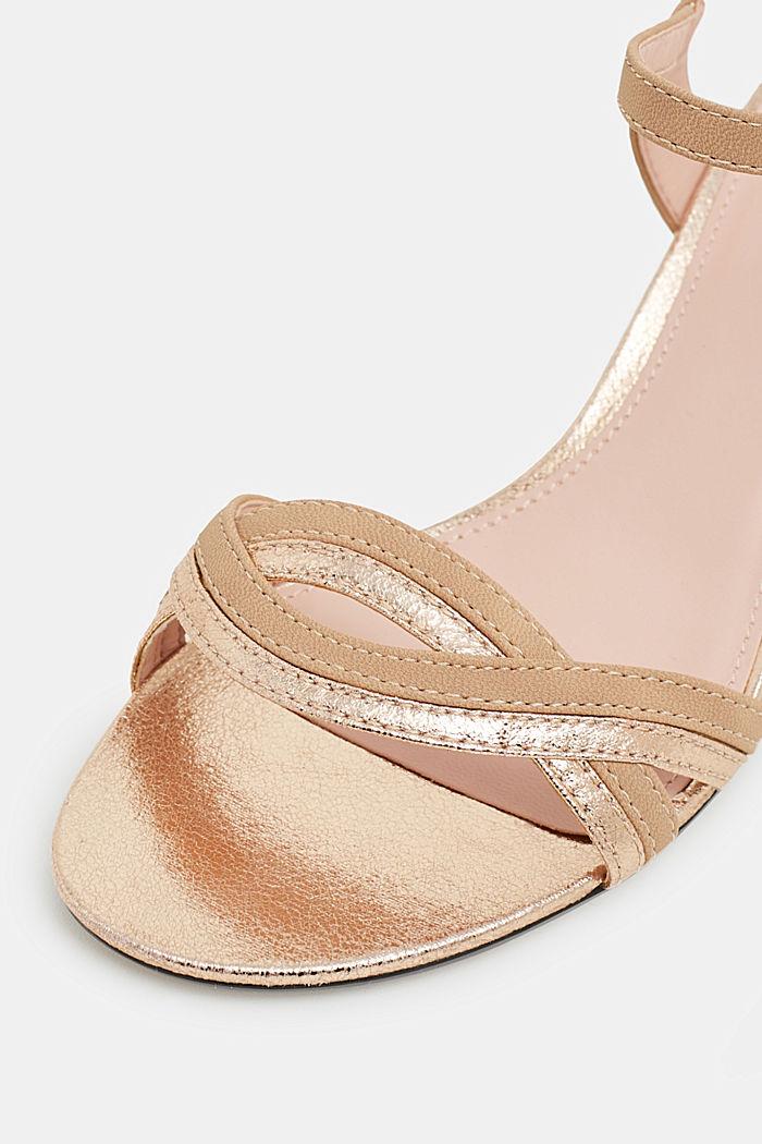 Sandalen met metallic accenten, in een leerlook