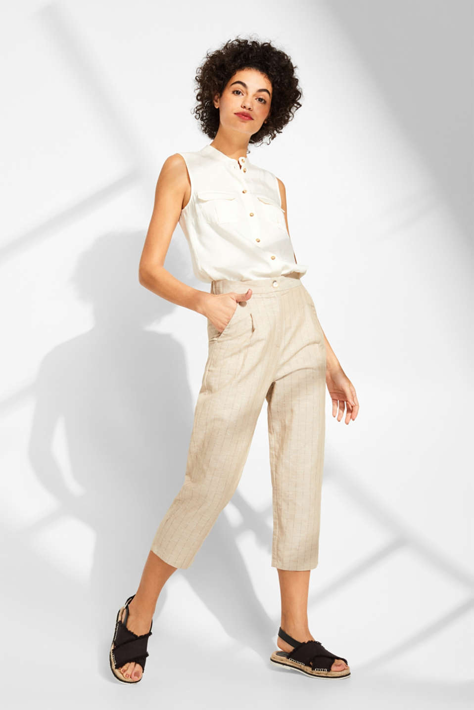 Esprit - Made of blended linen: Waist pleat trousers with stripes