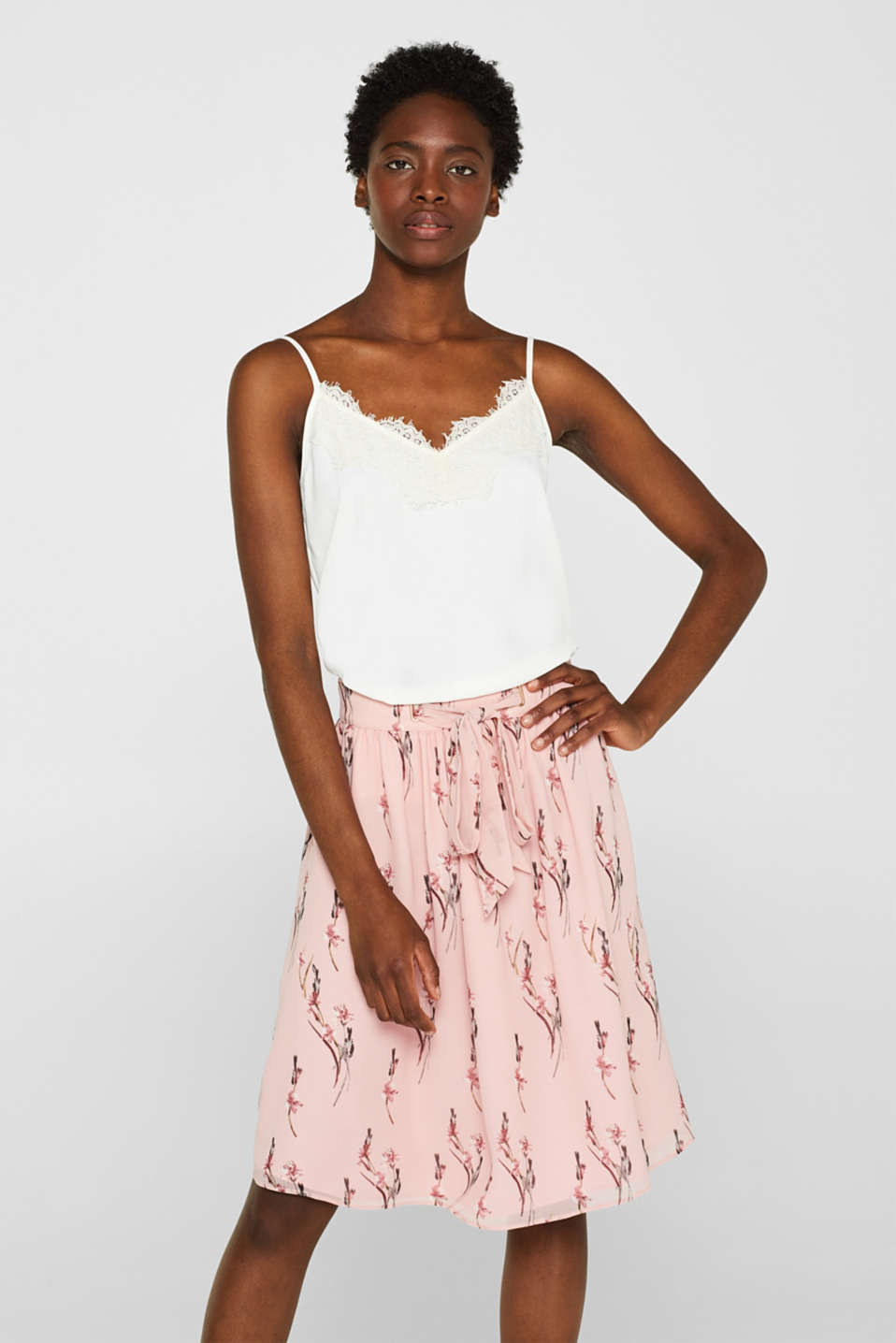 Esprit - Chiffon skirt with a floral print and bow