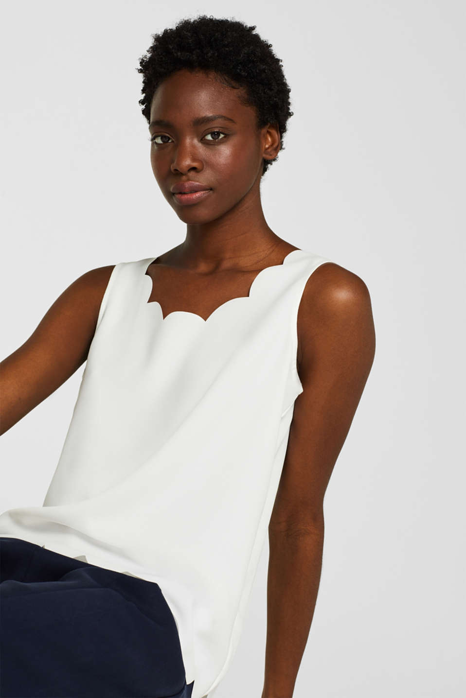 Esprit - Elegant stretch blouse top with scalloped details