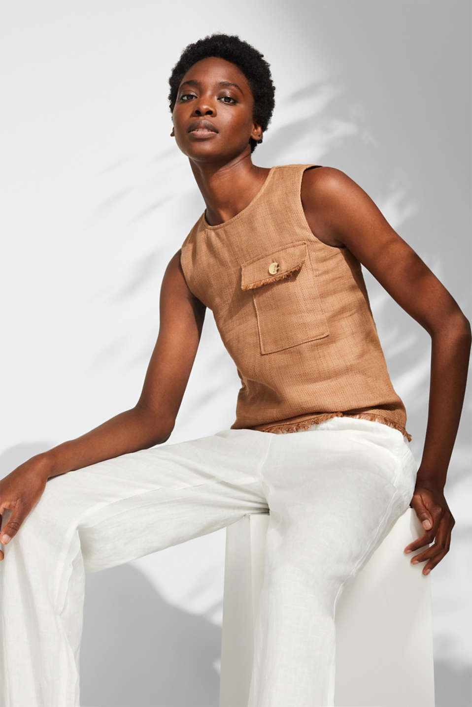 Esprit - Made of blended linen: Top with a pocket and fraying
