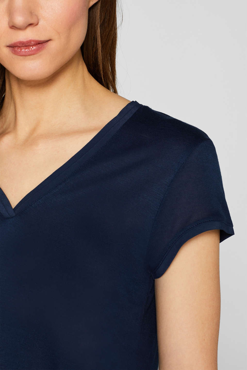 V-neck top in an exquisite material mix, NAVY, detail image number 2