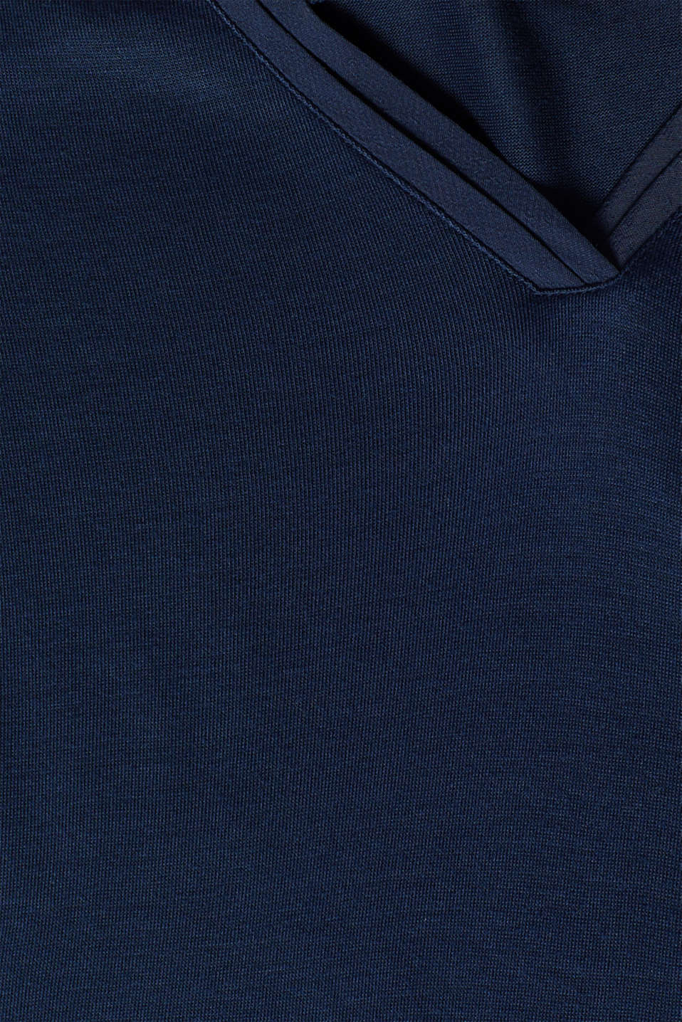 V-neck top in an exquisite material mix, NAVY, detail image number 4