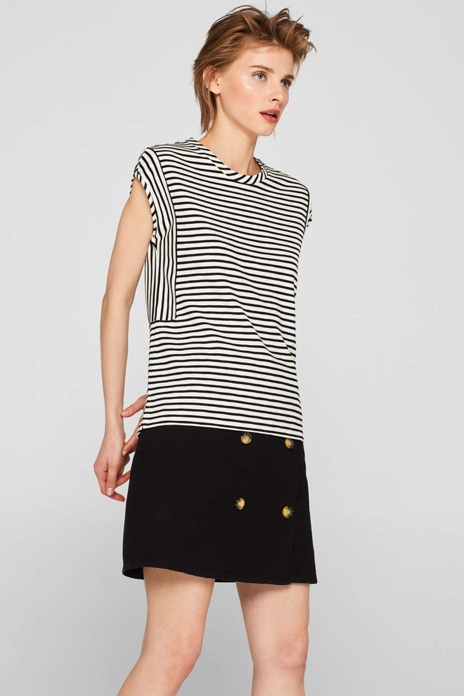 Esprit - Stretch jersey top with stripes and texture