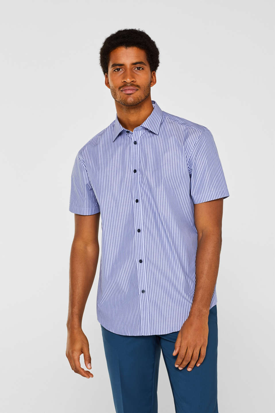 Short sleeve shirt with mechanical stretch