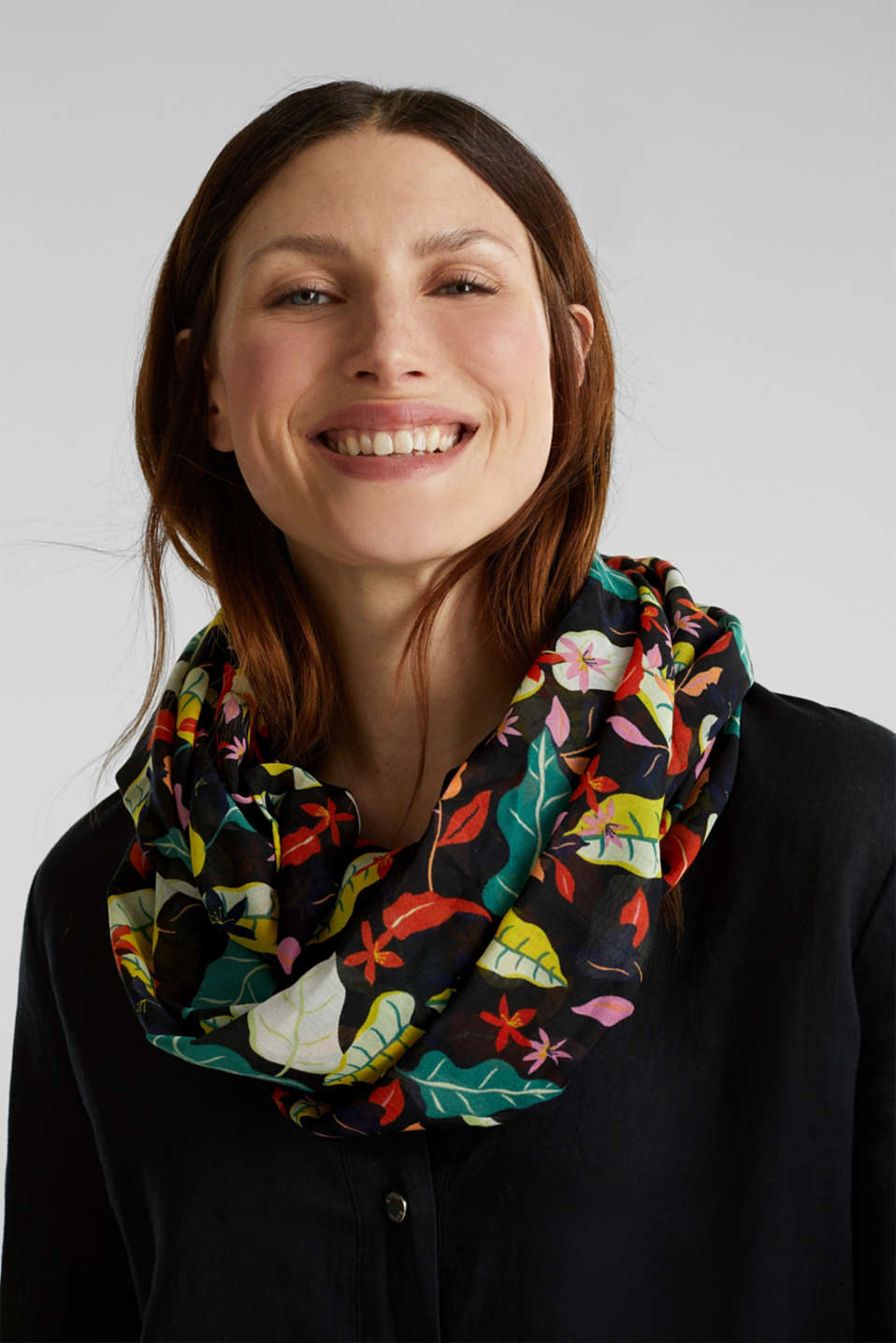 Snood with floral print, BLACK, detail image number 1