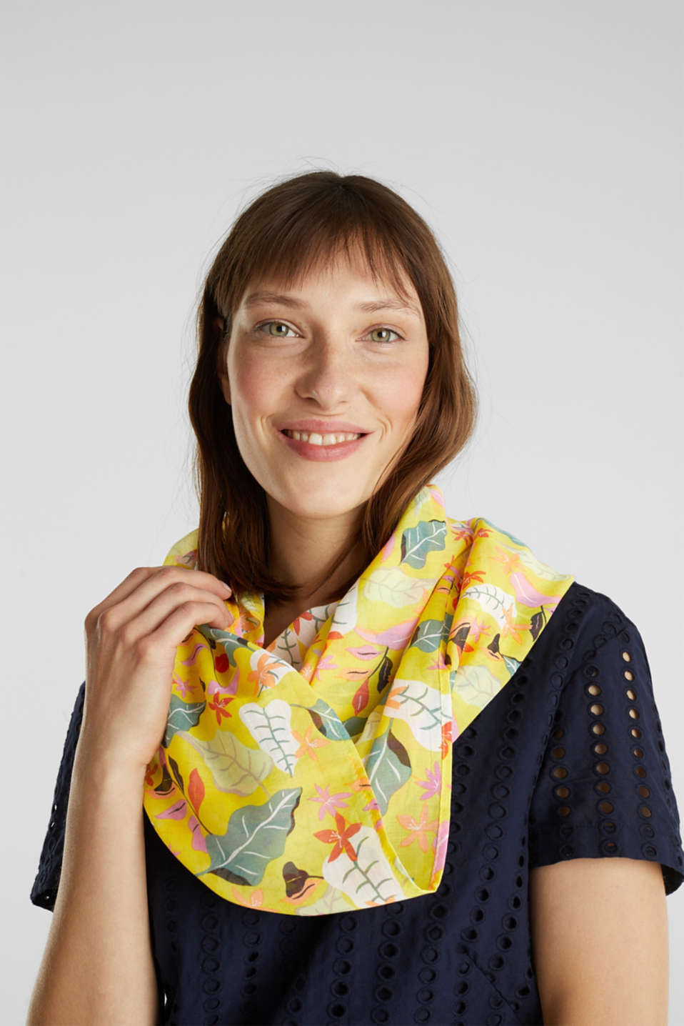 Snood with floral print, BRIGHT YELLOW, detail image number 1
