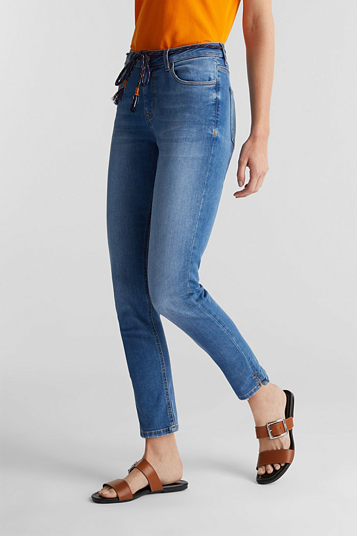 Ankle-length jeans with a tie-around belt