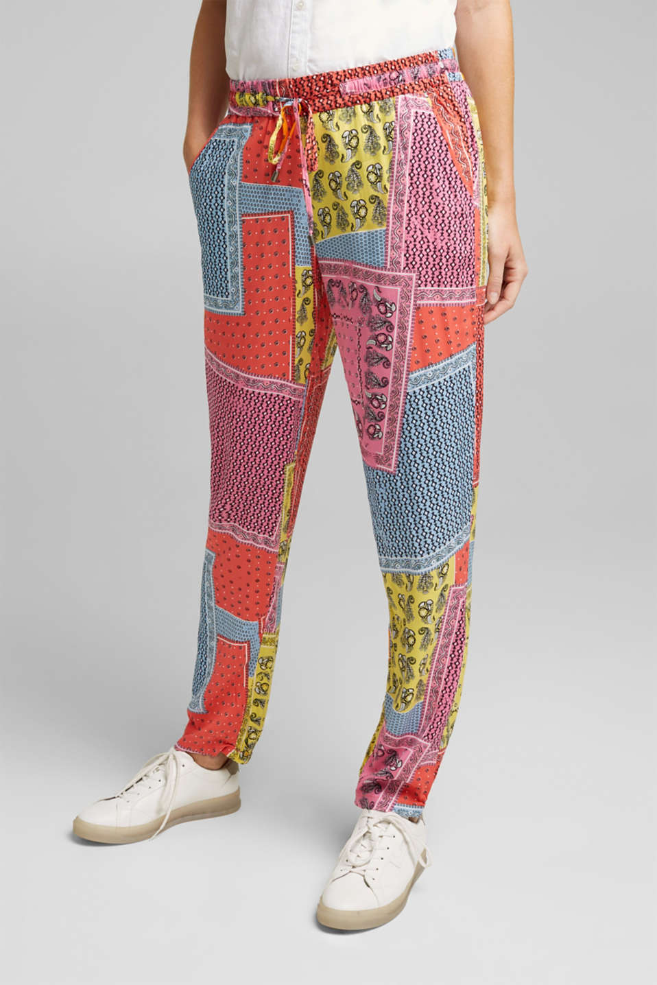 Esprit - Tracksuit bottoms with a bandana print