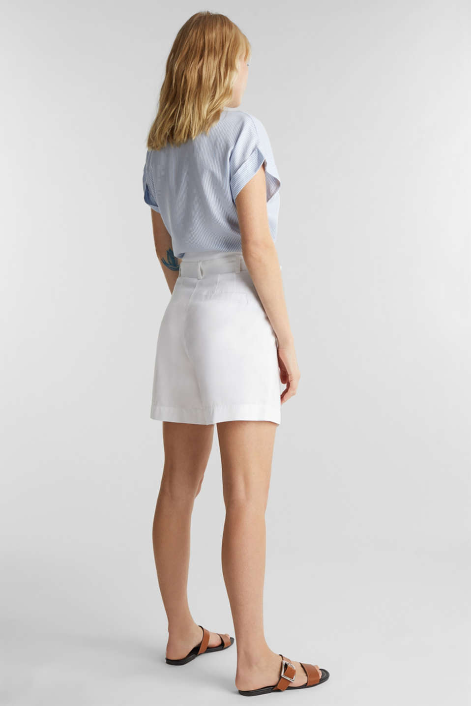 With TENCEL™: Paper bag shorts with a belt, WHITE, detail image number 3