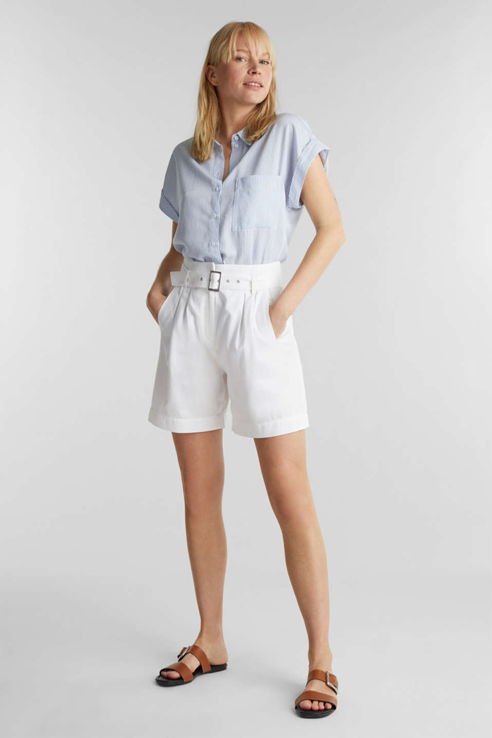 With TENCEL™: Paper bag shorts with a belt, WHITE, detail