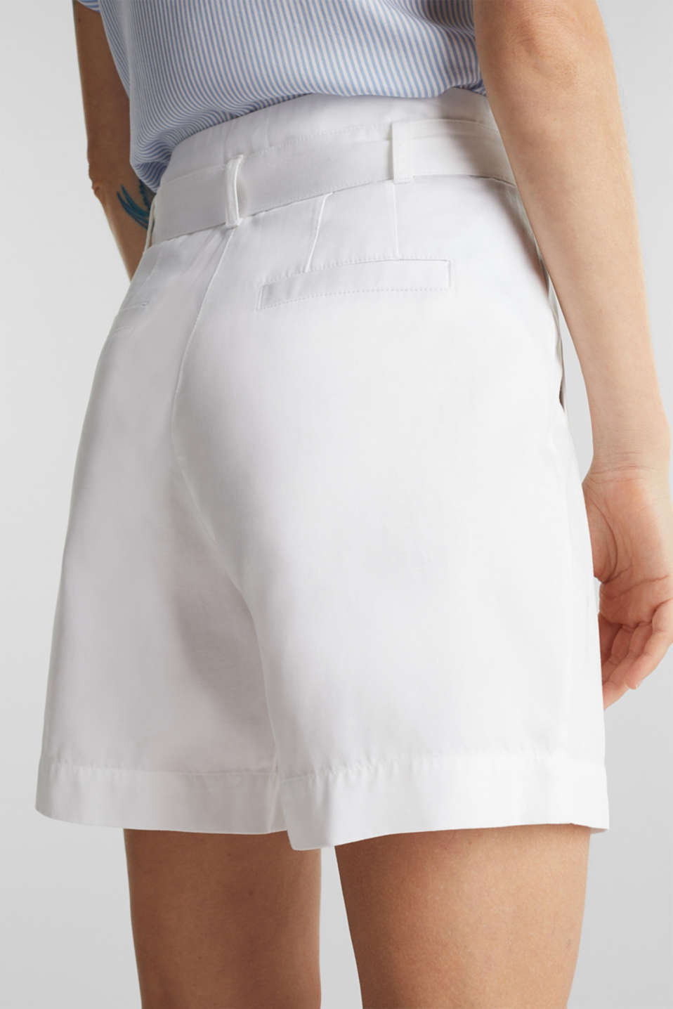 With TENCEL™: Paper bag shorts with a belt, WHITE, detail image number 5