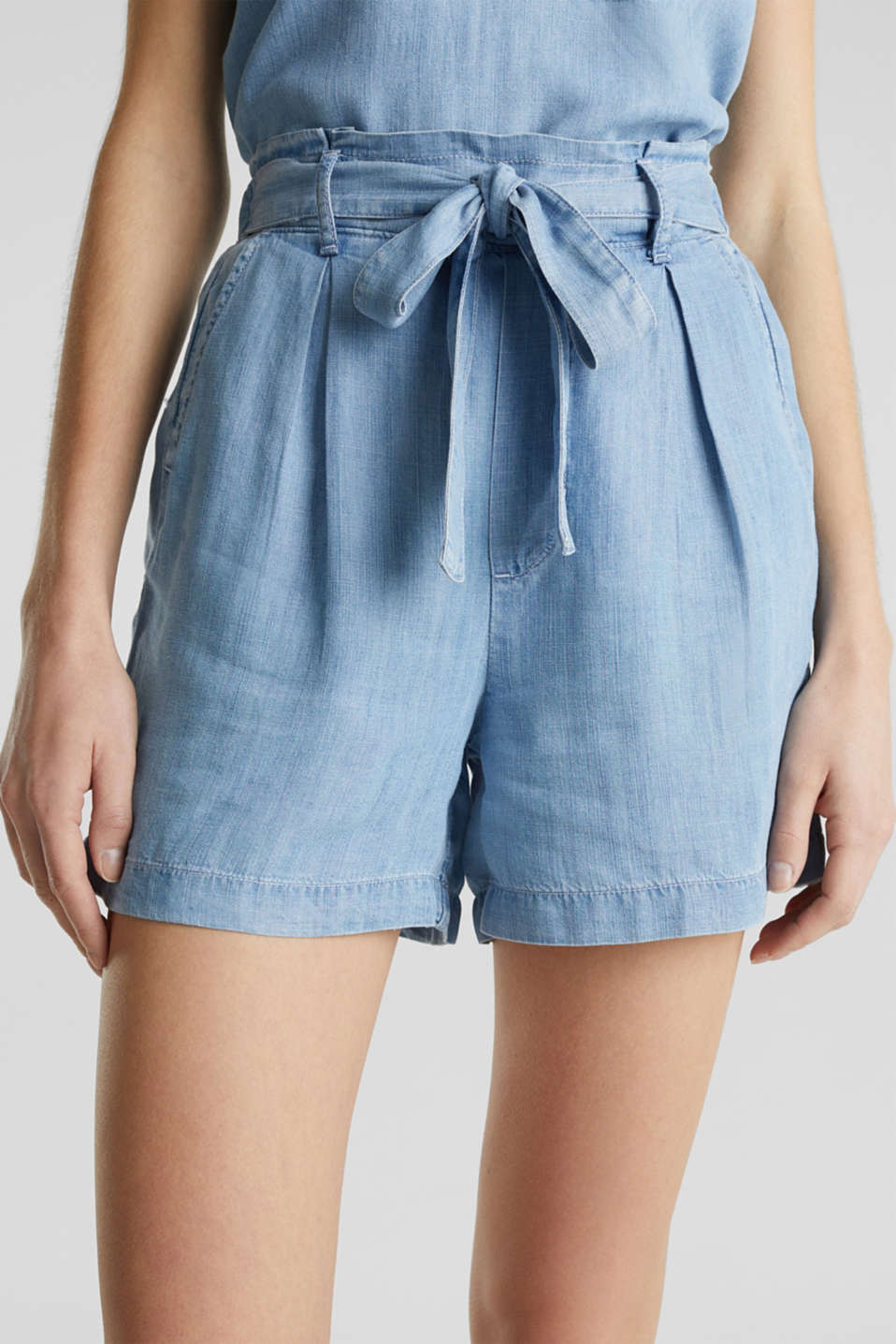 Made of TENCEL™: shorts in a denim look, BLUE BLEACHED, detail image number 2