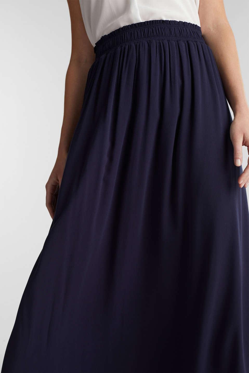 Maxi skirt in flowing crêpe, NAVY, detail image number 2