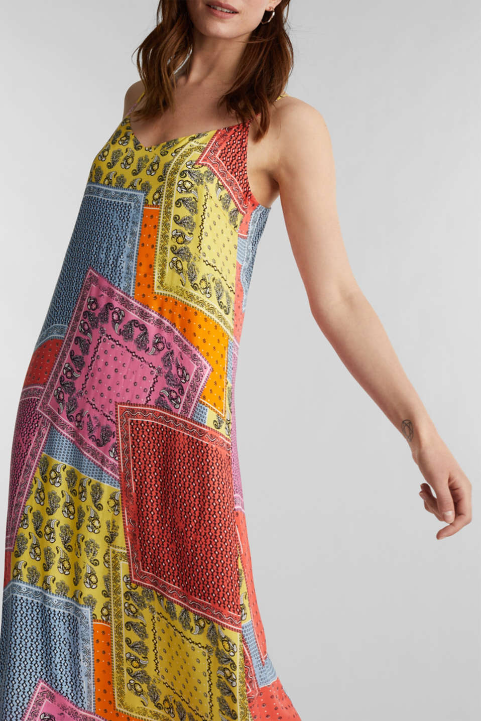 Maxi dress with a bandana print, CORAL 4, detail image number 3