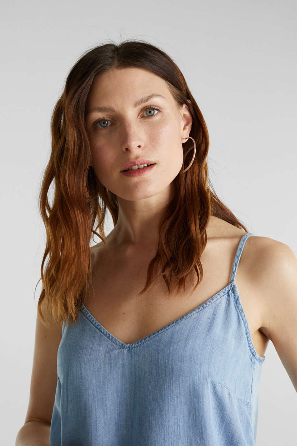 Made of TENCEL™: top in a denim look, BLUE BLEACHED, detail image number 2