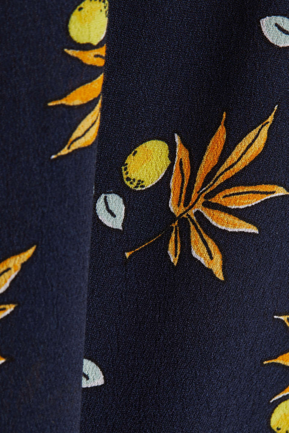 Blouse top made of LENZING™ ECOVERO™, NAVY 4, detail image number 4