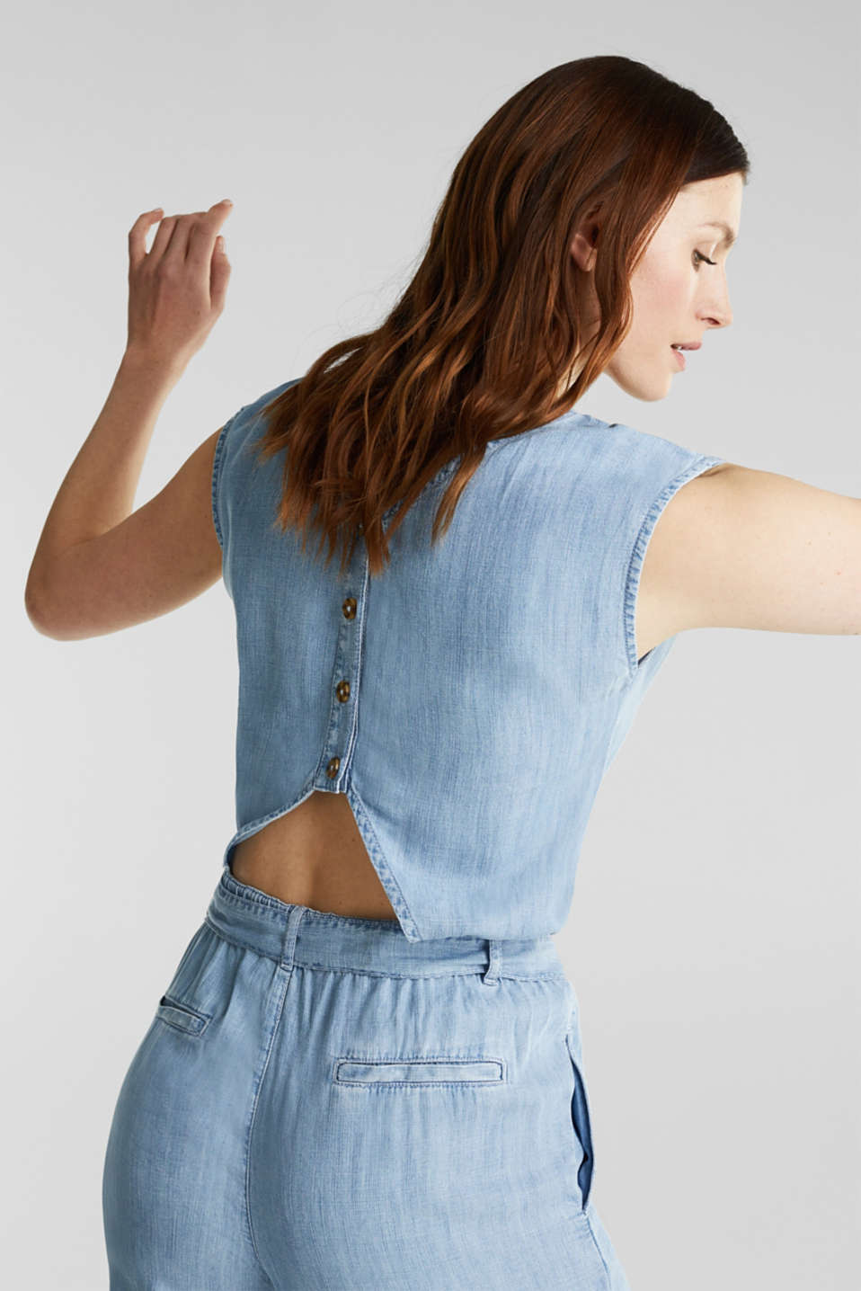 Made of TENCEL™: jumpsuit with a cut-out, BLUE BLEACHED, detail image number 3