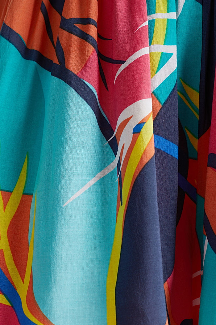 Beach shorts with a tropical print, RED ORANGE, detail image number 4
