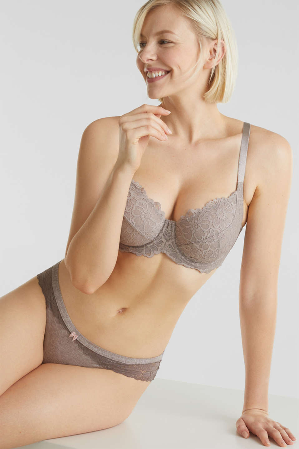 Underwire bra in floral lace, LIGHT TAUPE, detail image number 0