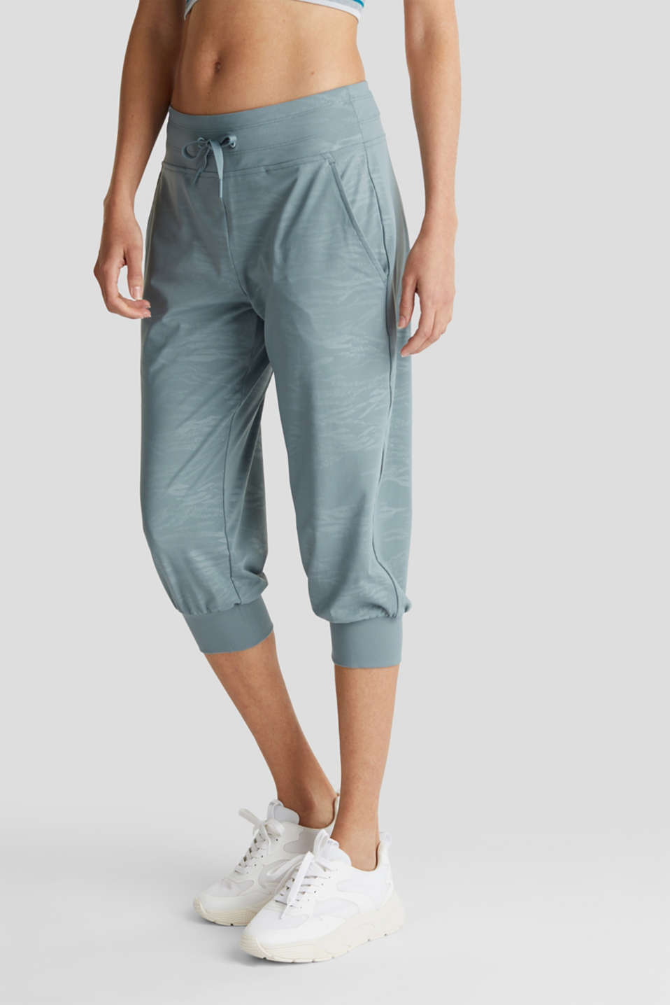 Esprit - E-DRY jersey trousers with a print