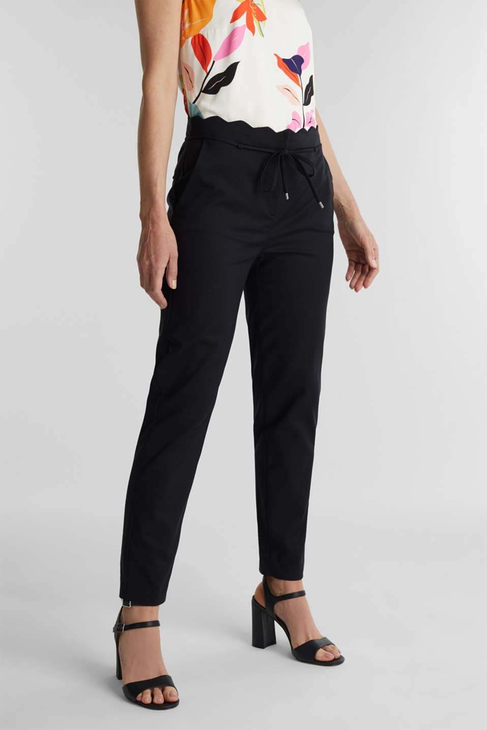 Ankle-length trousers with a scalloped waistband, BLACK, detail image number 0