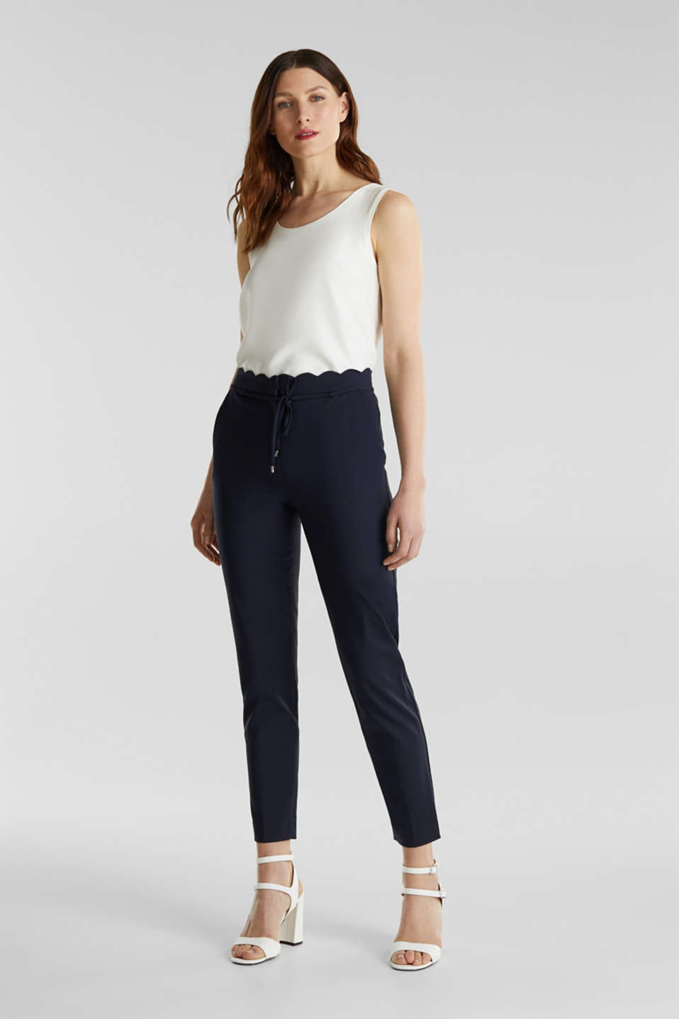 Esprit - Ankle-length trousers with a scalloped waistband