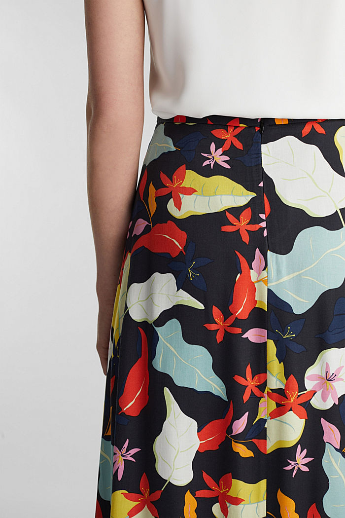 Made of LENZING™ ECOVERO™ Maxi skirt with a print, BLACK, detail image number 2