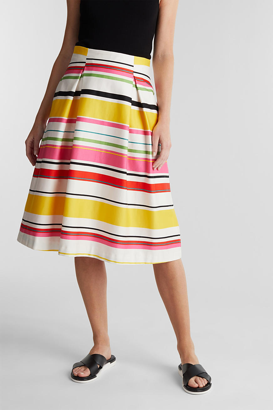 Striped skirt made of stretchy satin