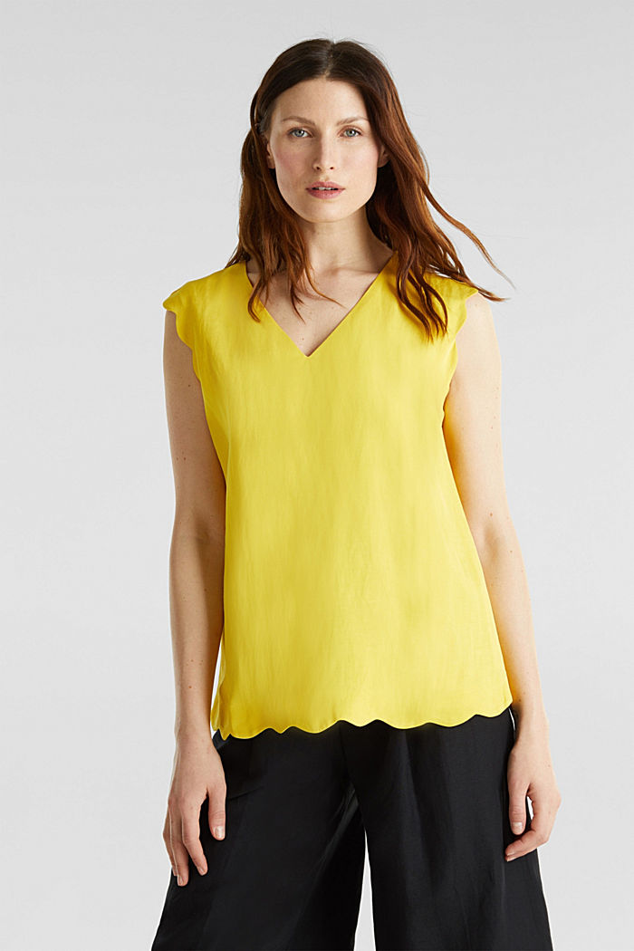 Blended linen: Woven top with scalloped edges