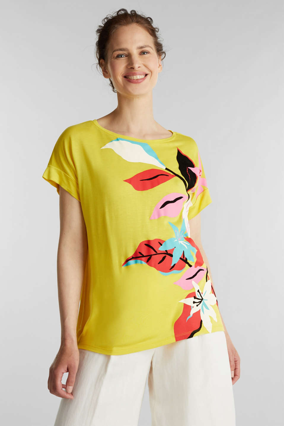 Esprit - T-shirt with a floral print