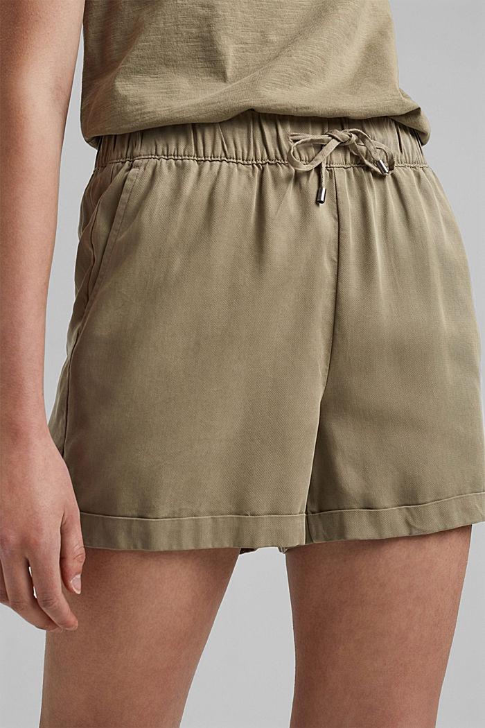 Aus TENCEL™: Shorts mit Kordelzugbund, LIGHT KHAKI, detail image number 2