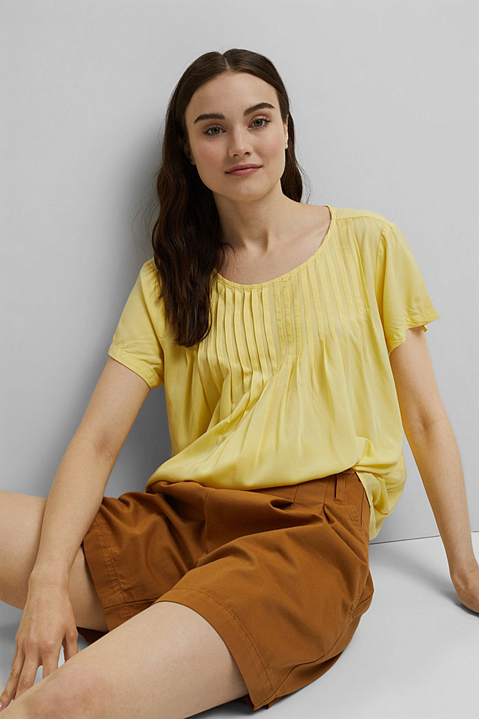 Blouse with pintucks made of LENZING™ ECOVERO™, LIGHT YELLOW, detail image number 6