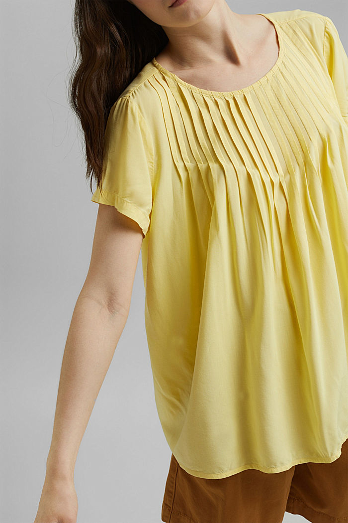 Blouse with pintucks made of LENZING™ ECOVERO™, LIGHT YELLOW, detail image number 2