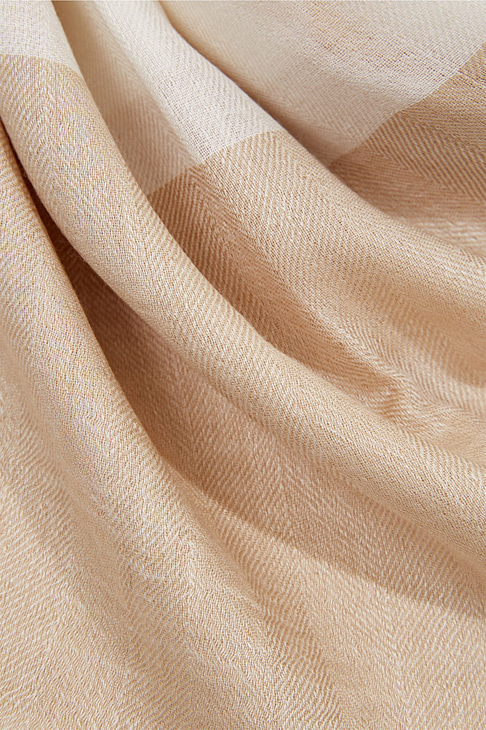 Made of TENCEL™/wool: scarf with colour blocking, OFF WHITE, detail image number 2