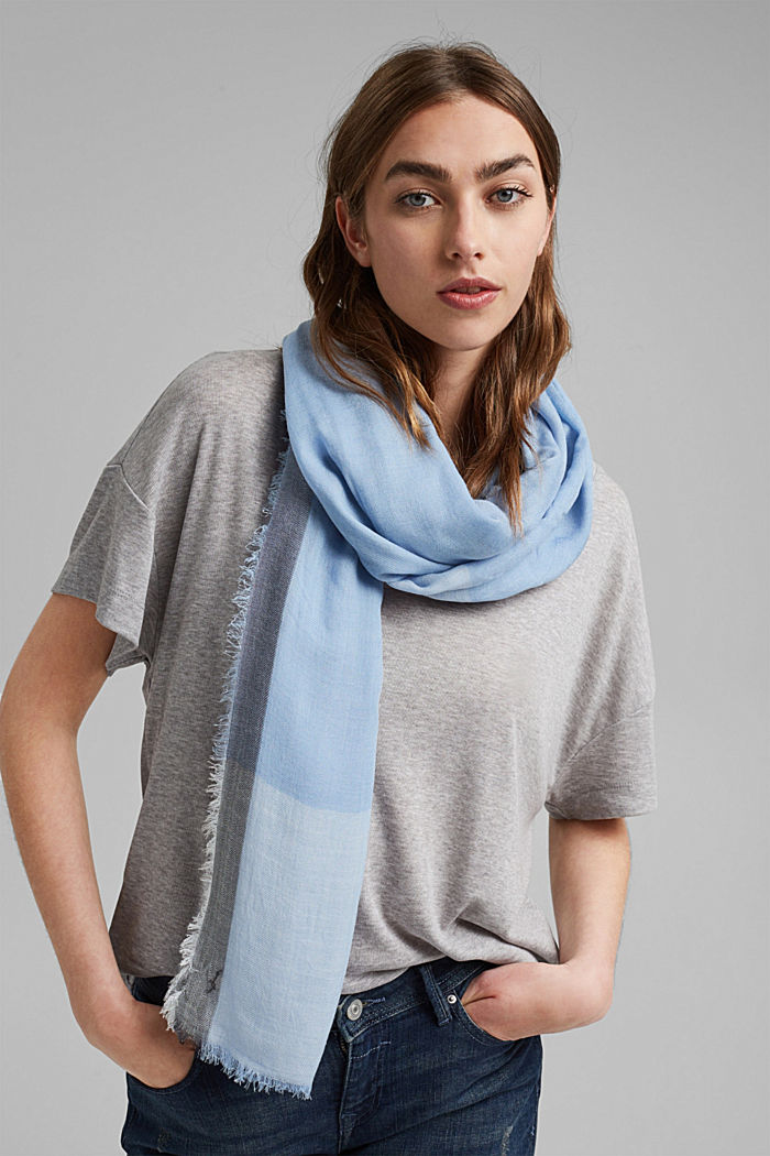 Aus TENCEL™/Wolle: Schal mit Color Block