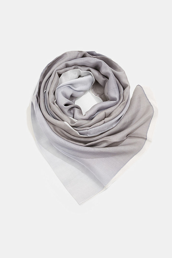With silk: scarf with colour graduation