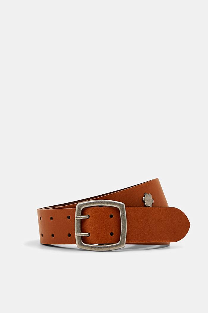 De piel: cinturón ancho con tachuelas