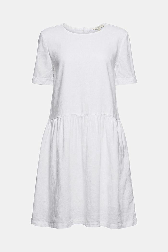 En lin: robe ornée de boutons