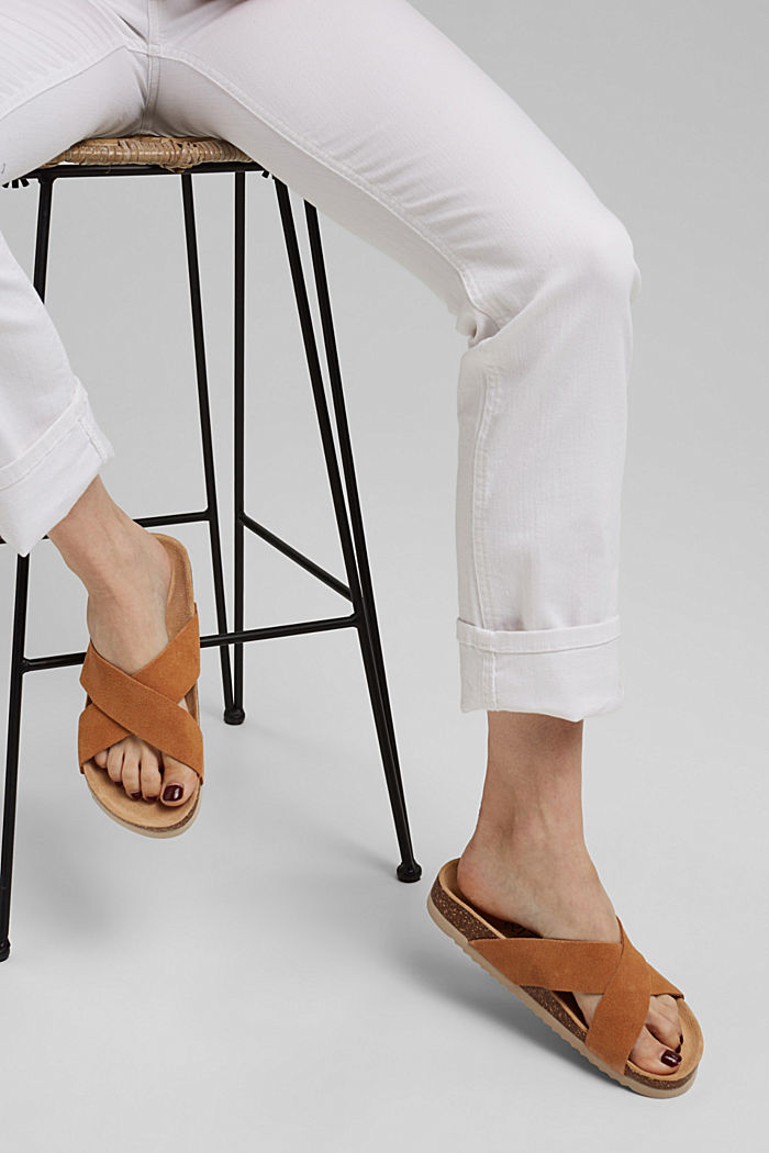 Leather: mules with crossed-over straps