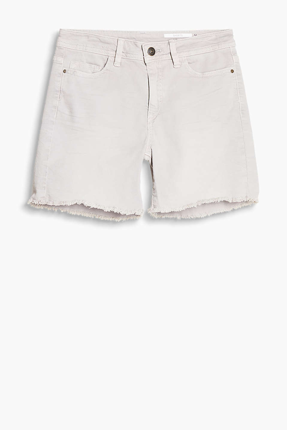 Casual garment-washed shorts in comfortable cotton stretch with frayed hems